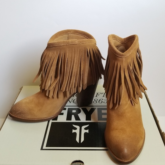 Frye scarpe   Suede New Ilana Fringe Suede  marrone Short Stivali 6   Poshmark 2e7663